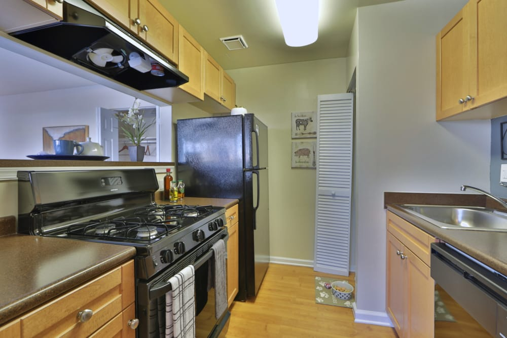 Parke Laurel Apartment Homes offers a fully equipped kitchen in Laurel, MD