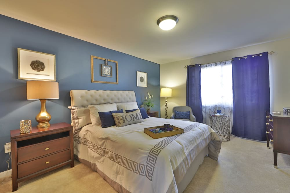 Parke Laurel Apartment Homes offers a beautiful bedroom in Laurel, MD