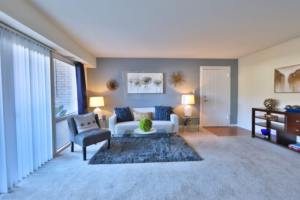 Parke Laurel Apartment Homes offers a naturally well-lit living room in Laurel, MD