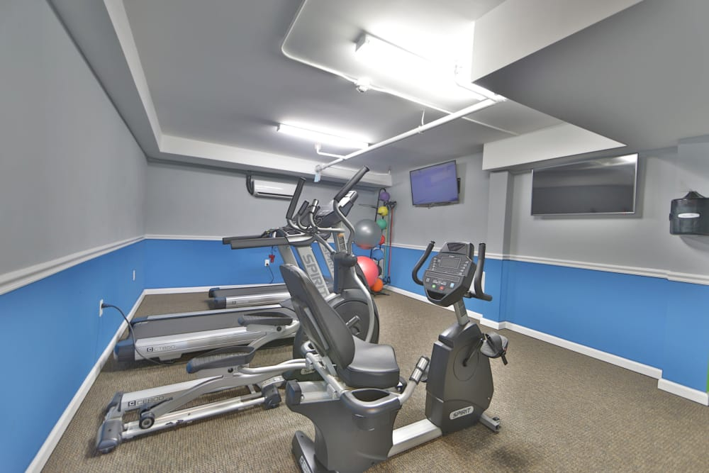 Fitness center at Parke Laurel Apartment Homes in Laurel, MD