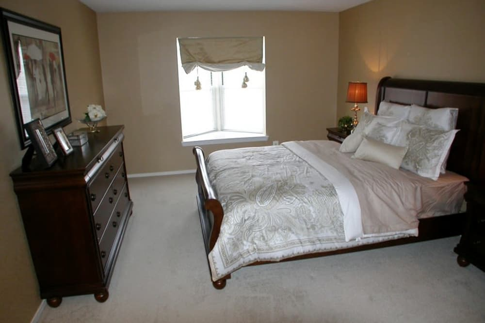 Cozy bedroom at Amberly in West Bloomfield