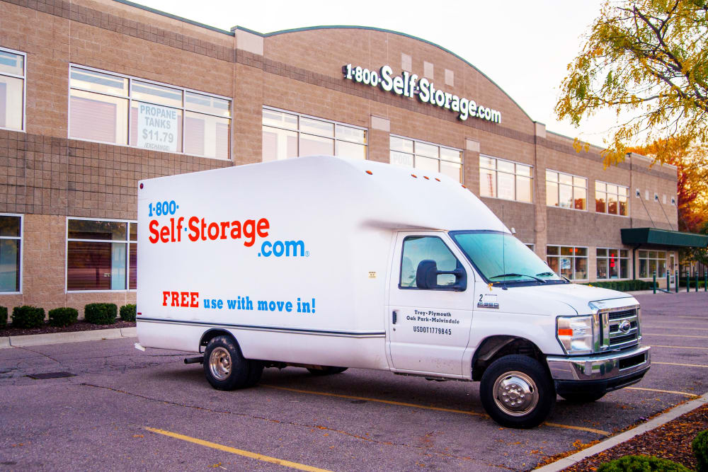 1-800-SELF-STORAGE.com features moving trucks in Oak Park, Michigan