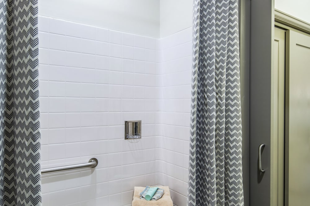 accessible showers at Stonecrest at Clayton View