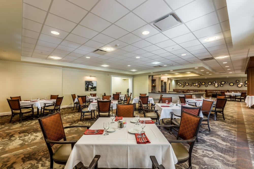 dining room at Discovery Village At The Forum - Independent Living
