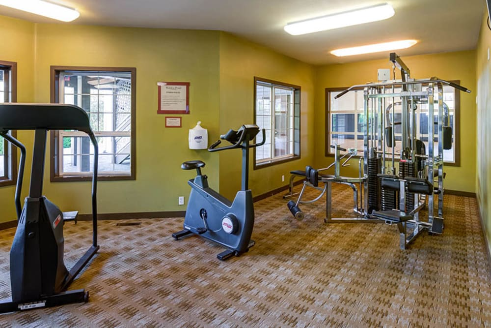 Well equipped fitness center at Walden Pond Apartments in Everett, Washington
