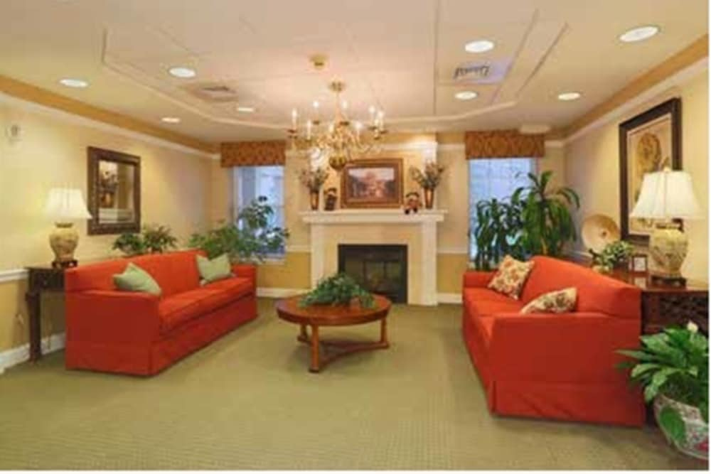 Our senior living facility in West Bloomfield Township, Michigan offer a sitting area