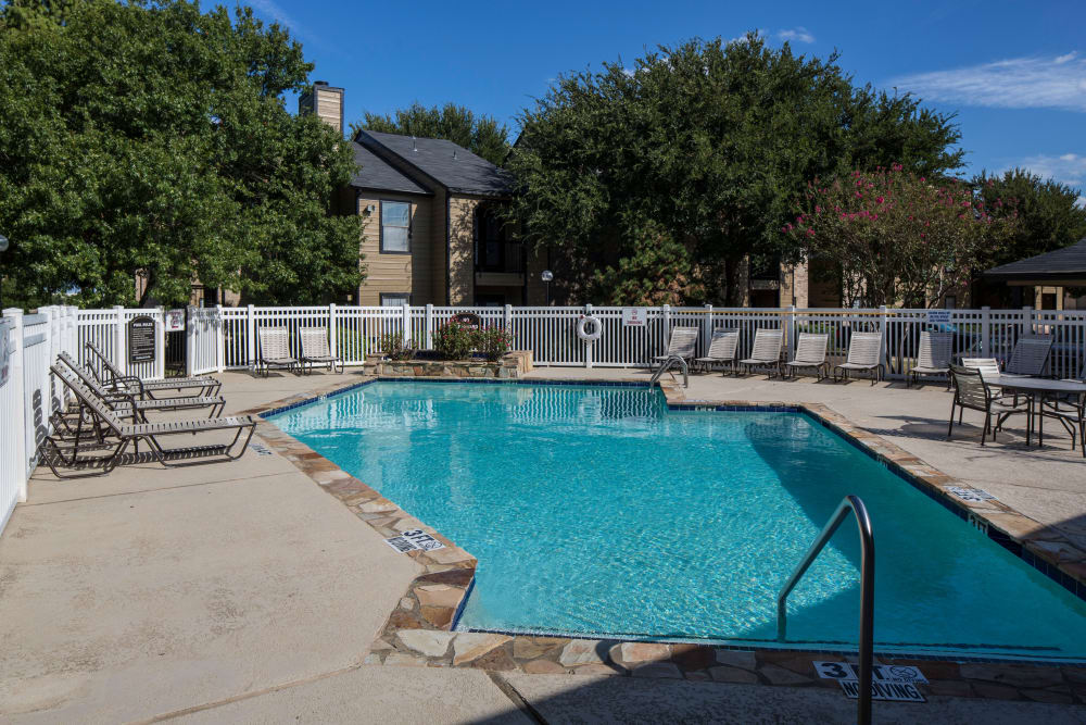 Monterra Pointe offers a swimming pool in Arlington, TX