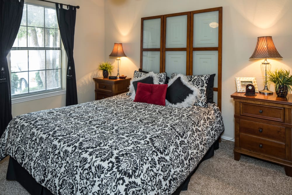 Monterra Pointe offers a beautiful bedroom in Arlington, TX