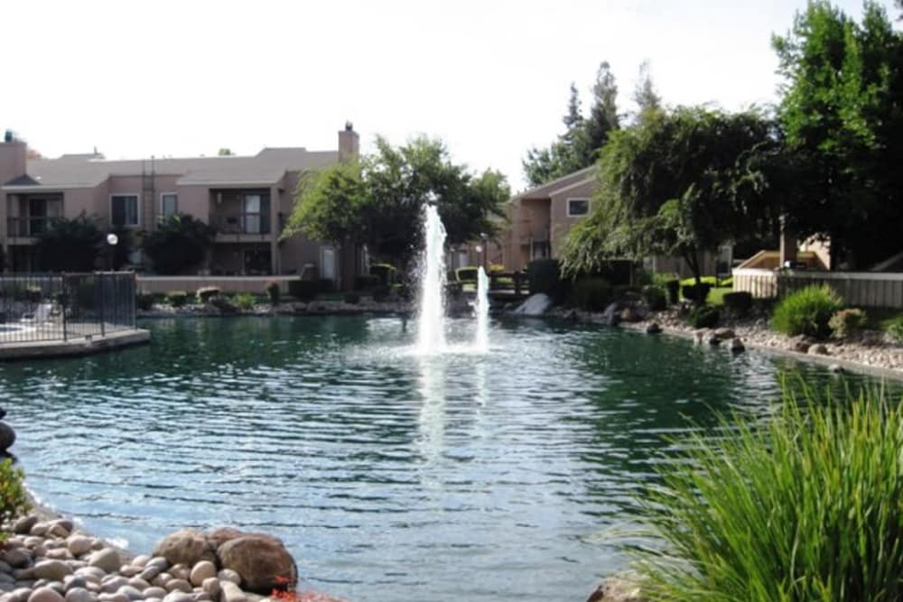 Lake with fountain at Waterfield Square Apartment Homes in Stockton
