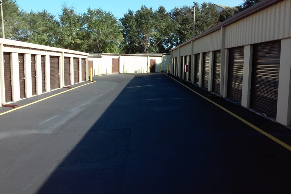 Rows of units at Best American Storage in Tavares