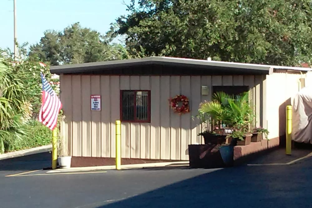 Exterior of office building at Best American Storage in Tavares