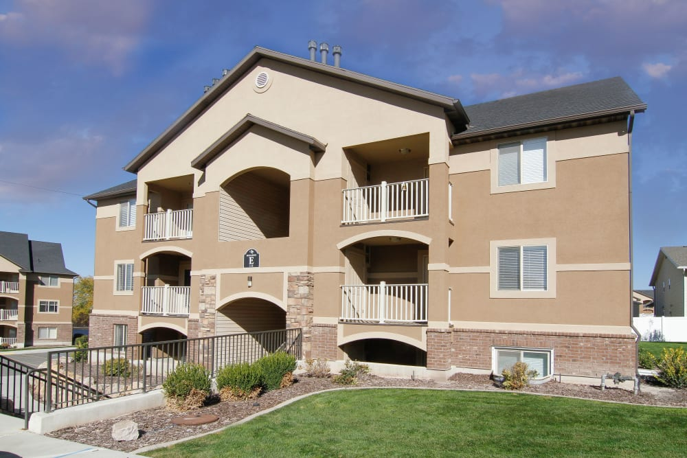Front of apartments at Ridgeview Apartments