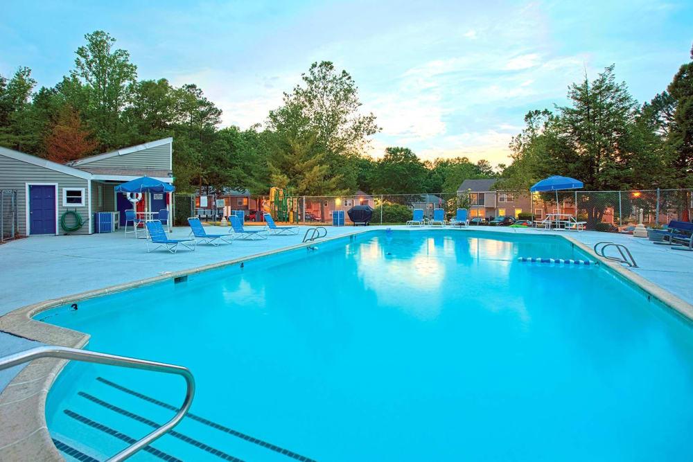 Beautiful swimming pool at Woods of Williamsburg Apartments