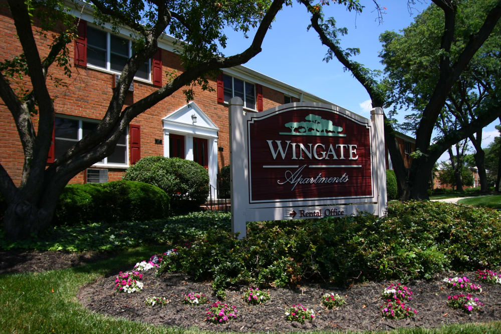 Our sign welcoming residents and their guests to Wingate Apartments