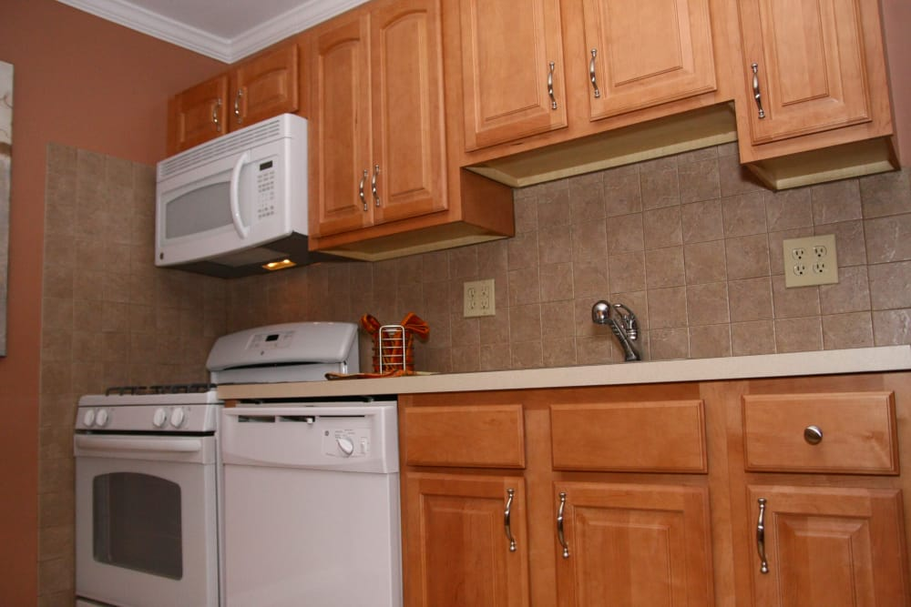 Modern kitchen with all the conveniences you require at Wingate Apartments in Hamilton