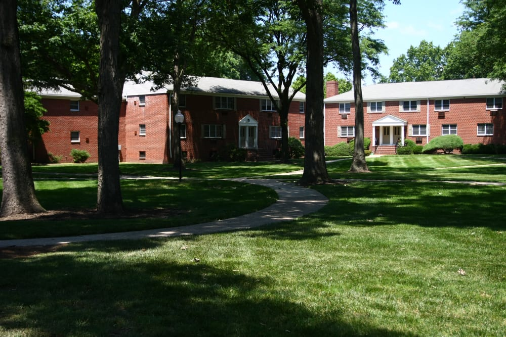 Mature trees and meticulously maintained lawn at Wingate Apartments