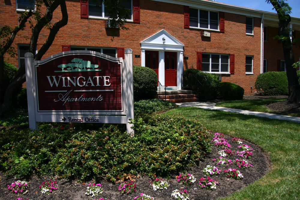 Sign welcoming residents and guests at Wingate Apartments