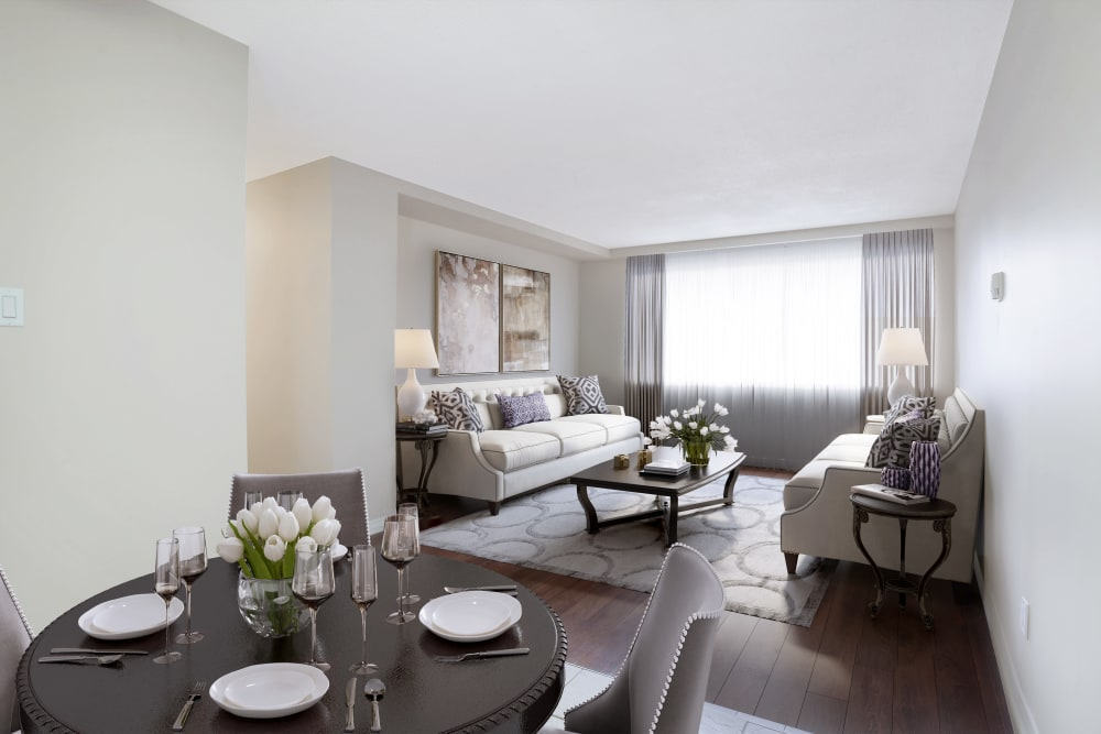 Lakeview Mews offers a living room in Calgary, Alberta