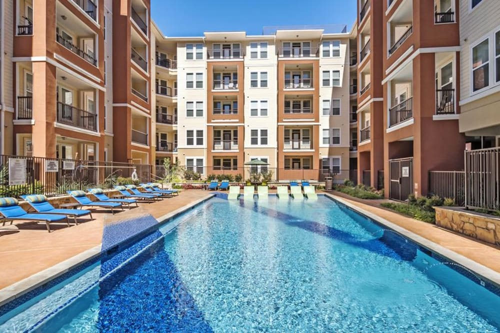Enjoy Apartments with a Swimming Pool at 4000 Hulen Urban Apartment Homes
