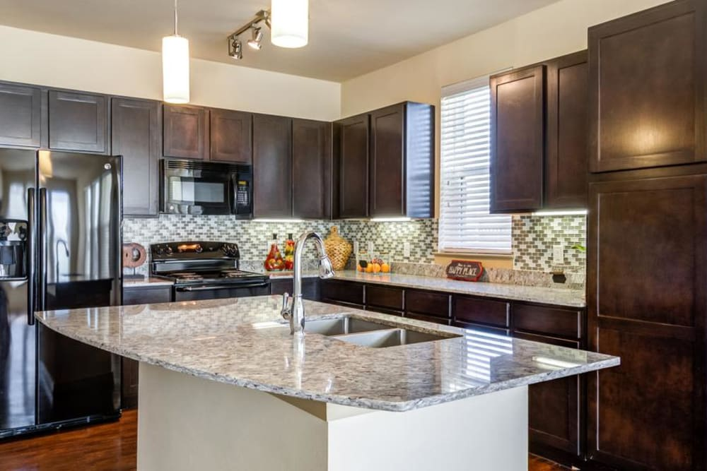 Kitchen at 4000 Hulen Urban Apartment Homes in Fort Worth, Texas