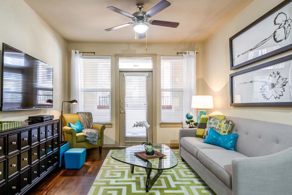 Beautiful Living Room at 4000 Hulen Urban Apartment Homes in Fort Worth, Texas