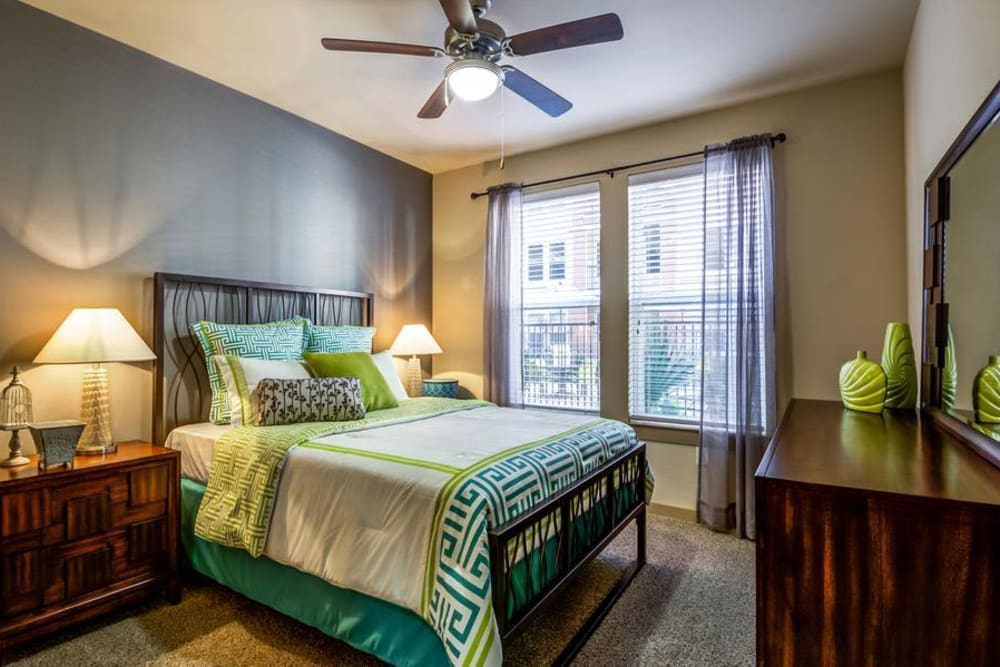 Bedroom at 4000 Hulen Urban Apartment Homes in Fort Worth, Texas