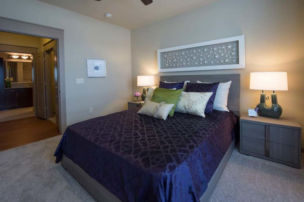 Imperial Lofts offers a beautiful bedroom in Sugar Land, Texas