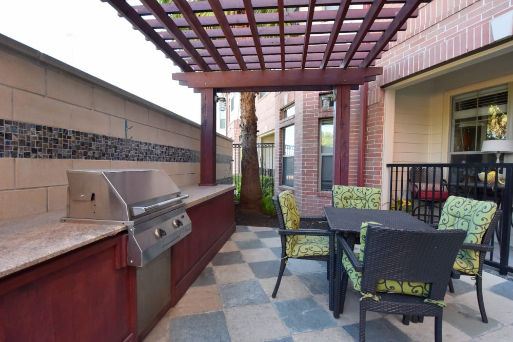 Outdoor BBQ area at Midtown Grove Apartments