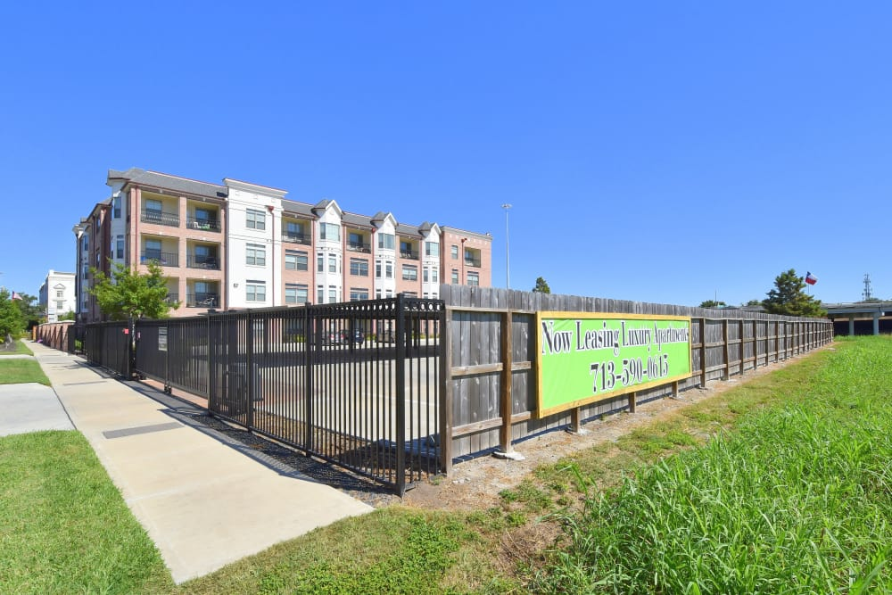 Midtown Grove Apartments gate