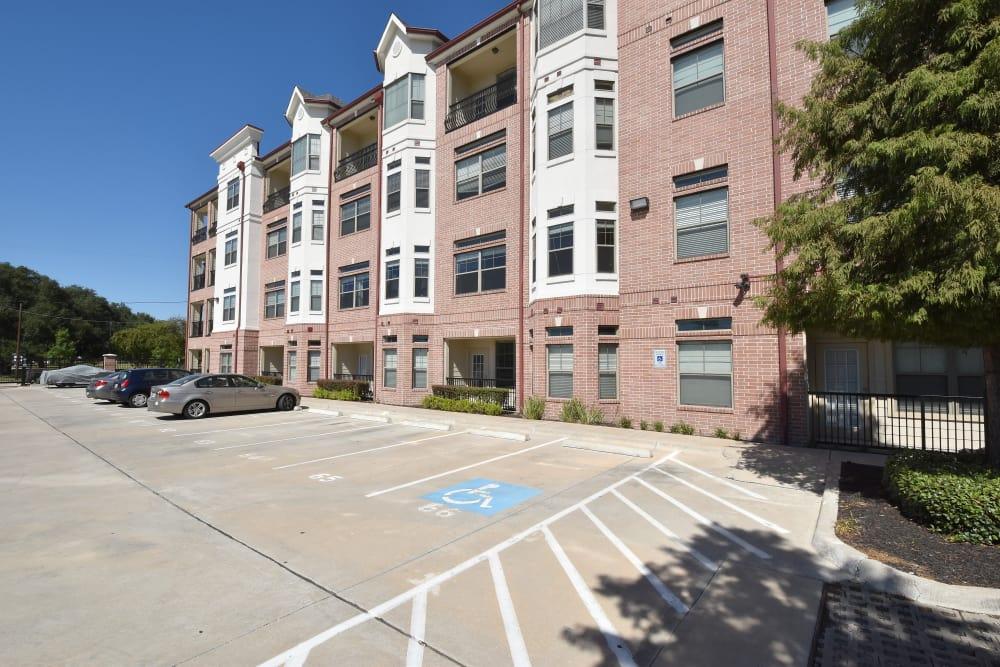 Midtown Grove Apartments parking lot