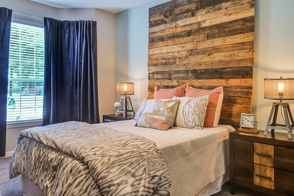A posh and comfortable bedroom at Parc at 980