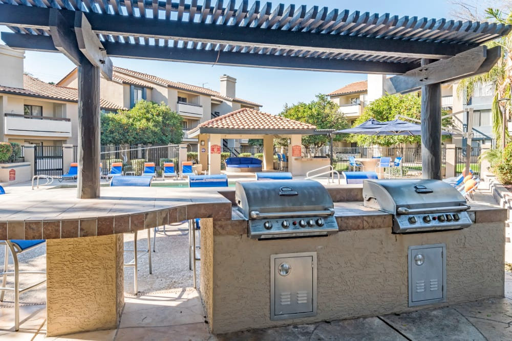 Outdoor BBQ grills and more near the swimming pool at Elliot's Crossing Apartment Homes in Tempe, Arizona