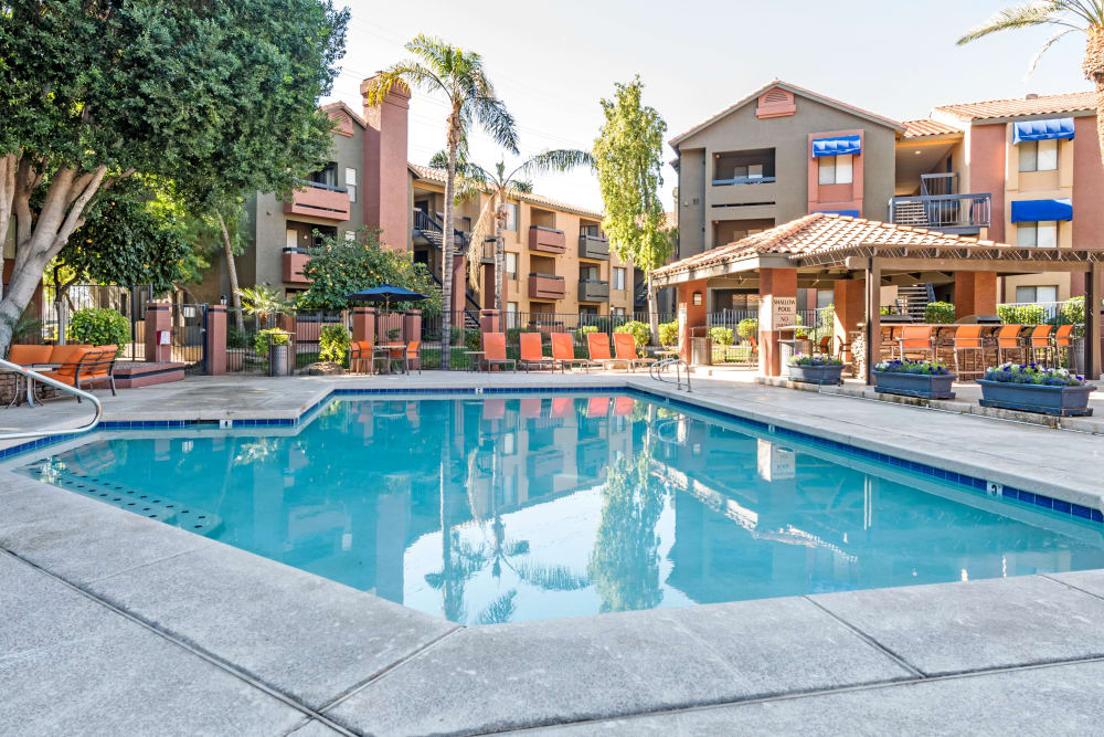 Beautiful swimming pool at Elliot's Crossing Apartment Homes in Tempe, Arizona