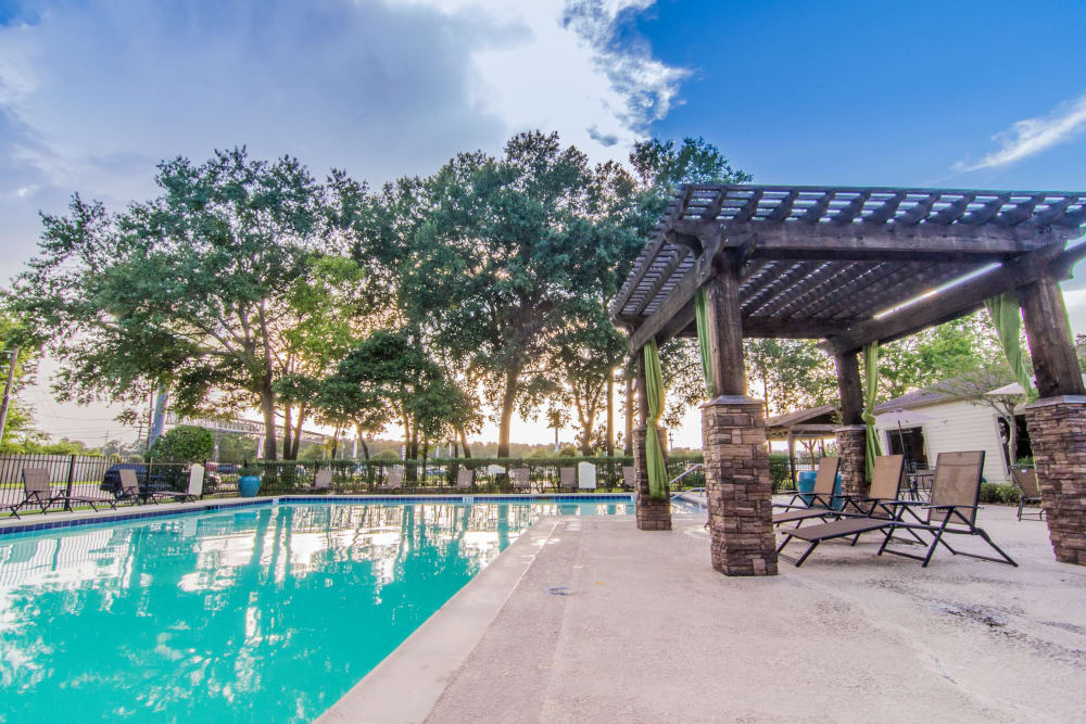 Deerbrook Forest Apartments pool