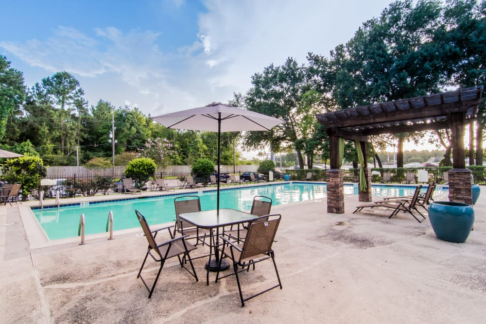 Pool-side table at Deerbrook Forest Apartments