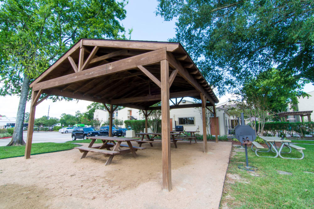 Resident tables in the Deerbrook Forest Apartments dog park