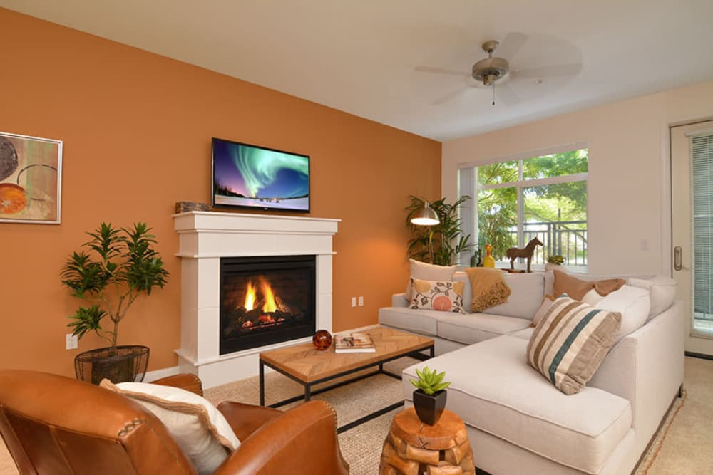 Open living room at Chateau Woods Apartments in Woodinville, WA