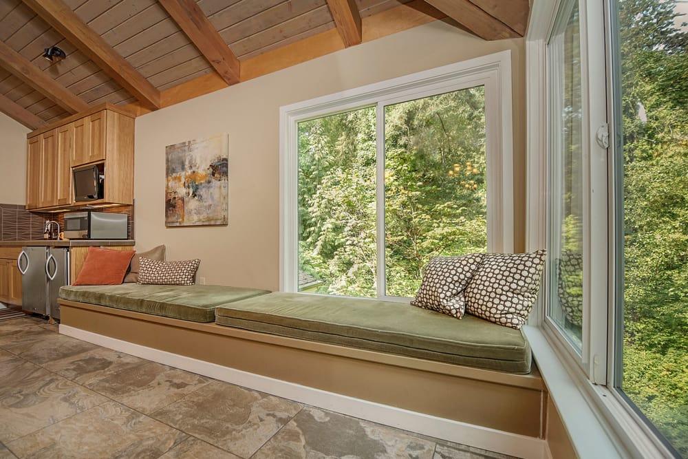 Window seat at Sunset Summit Apartments