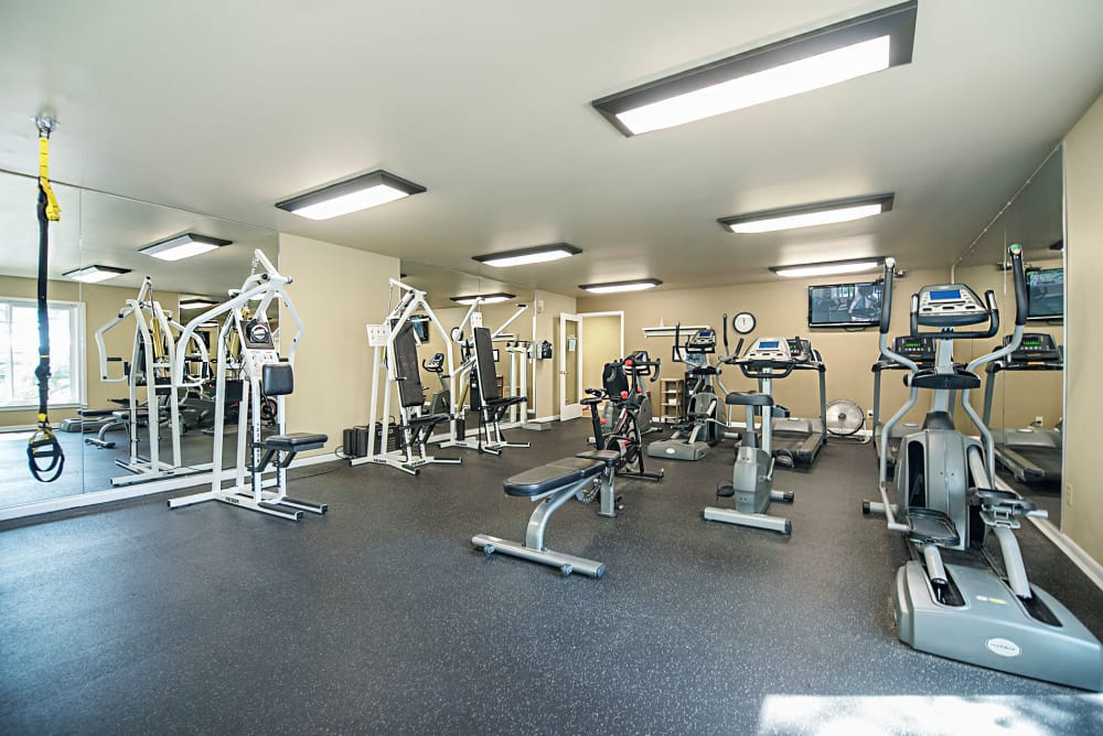 Fitness center at Sunset Summit Apartments