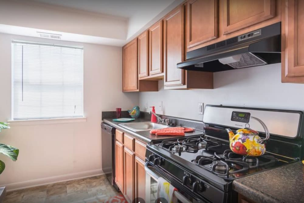The Residences at Brookside offers a well equipped kitchen in Richmond