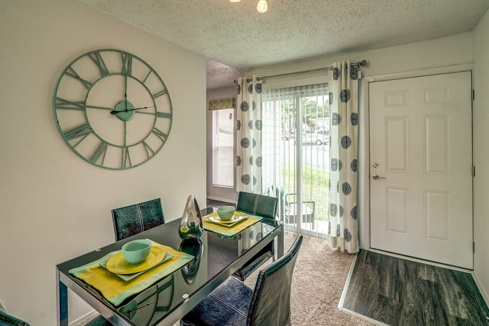 Dining room at Aston Ridge Apartments