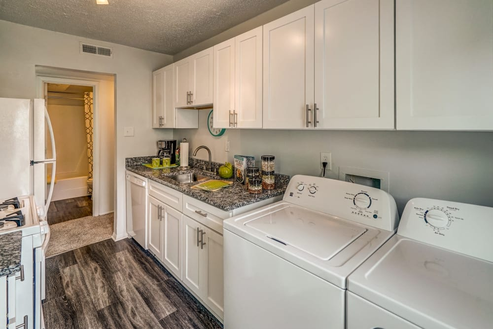 Aston Ridge Apartments showcase a beautiful kitchen in Richmond