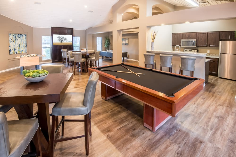 Rancho Palisades clubhouse with a billiards table and bar in Dallas, Texas