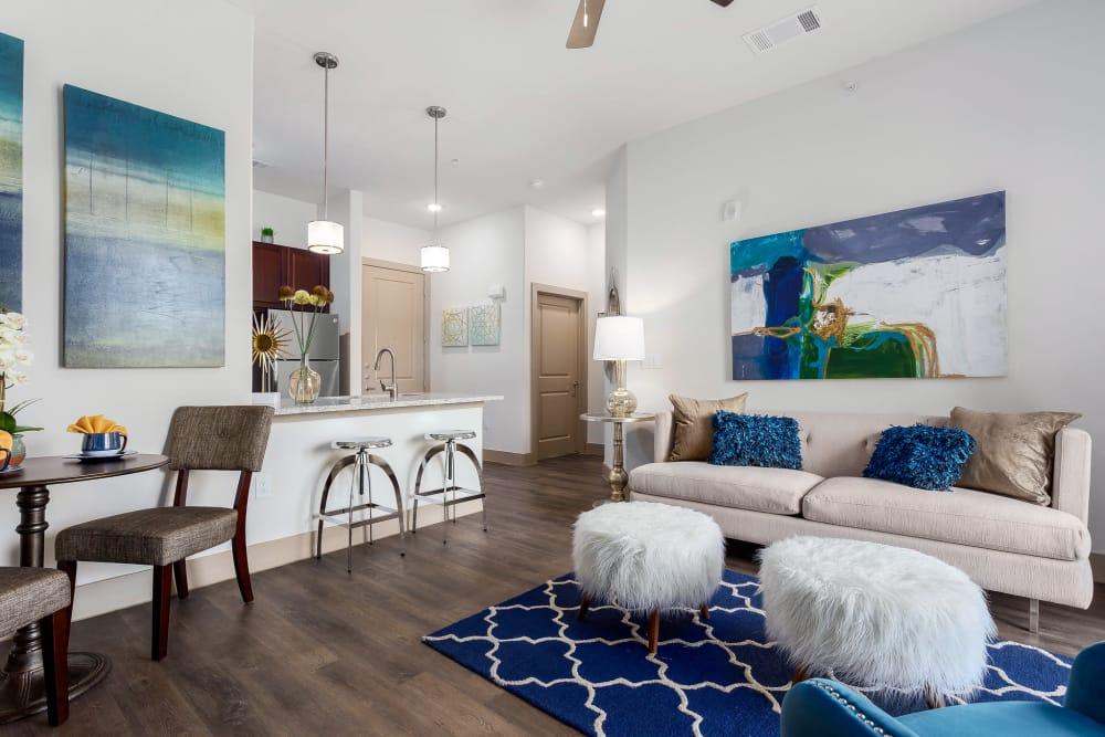 Alternative Villas at the Rim living room layout in San Antonio, Texas