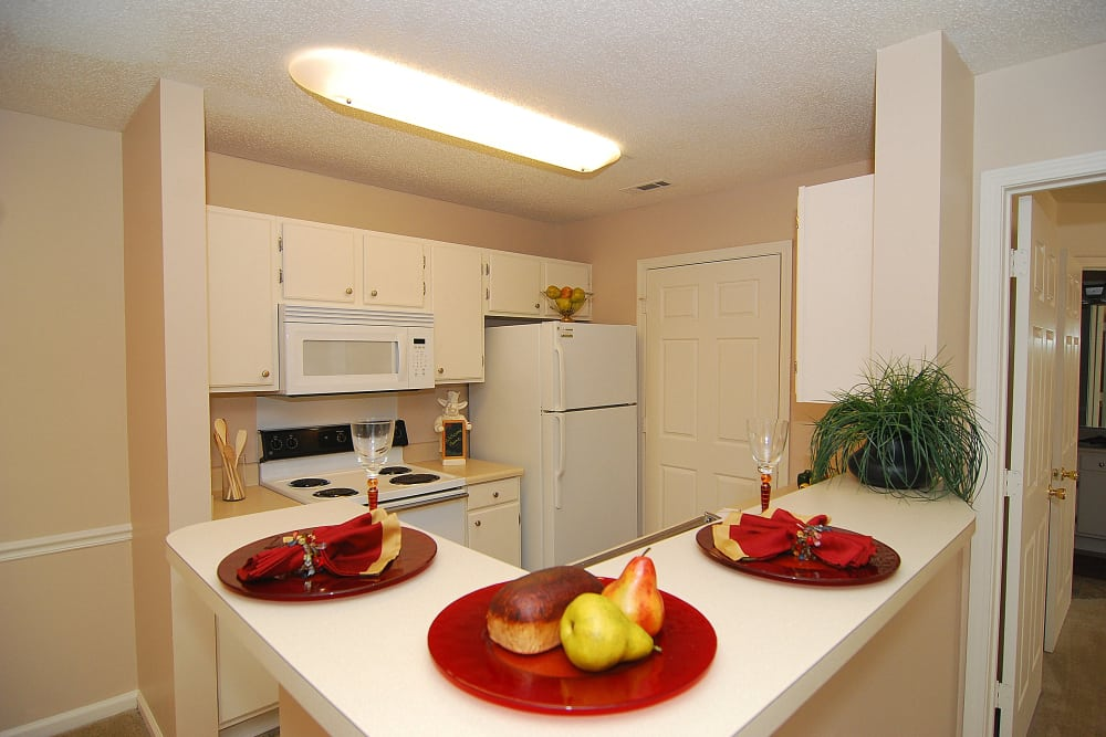 Beautiful Kitchen with Breakfast Bar at Huntington Place Apartments in Columbia, SC
