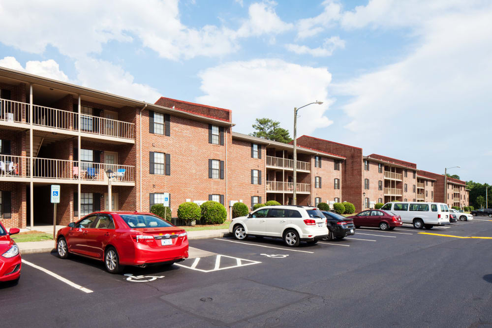 Cross Creek Cove Apartments & Townhomes offers ample parking