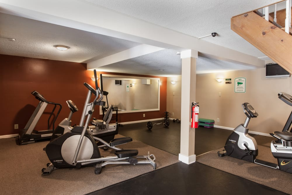A fitness center for residents at Cross Creek Cove Apartments & Townhomes