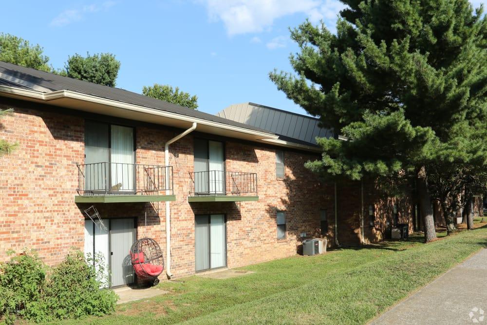 Sunny coutyard at Abigail Gardens Apartments in Lexington, Kentucky
