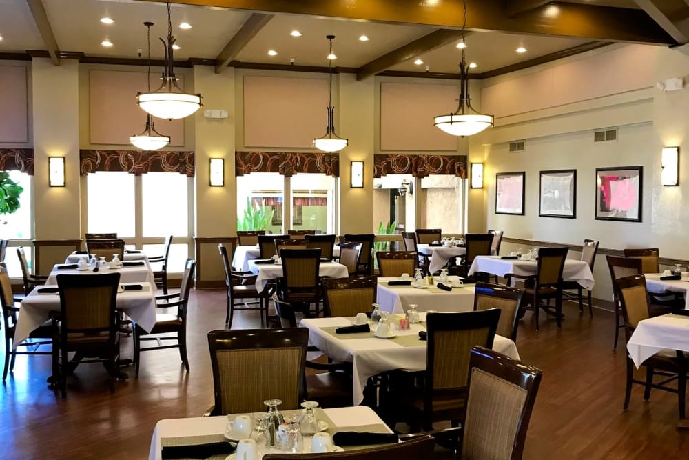 Restaurant-style dining room at Scottsdale Village Square, A Pacifica Senior Living Community in Scottsdale, Arizona