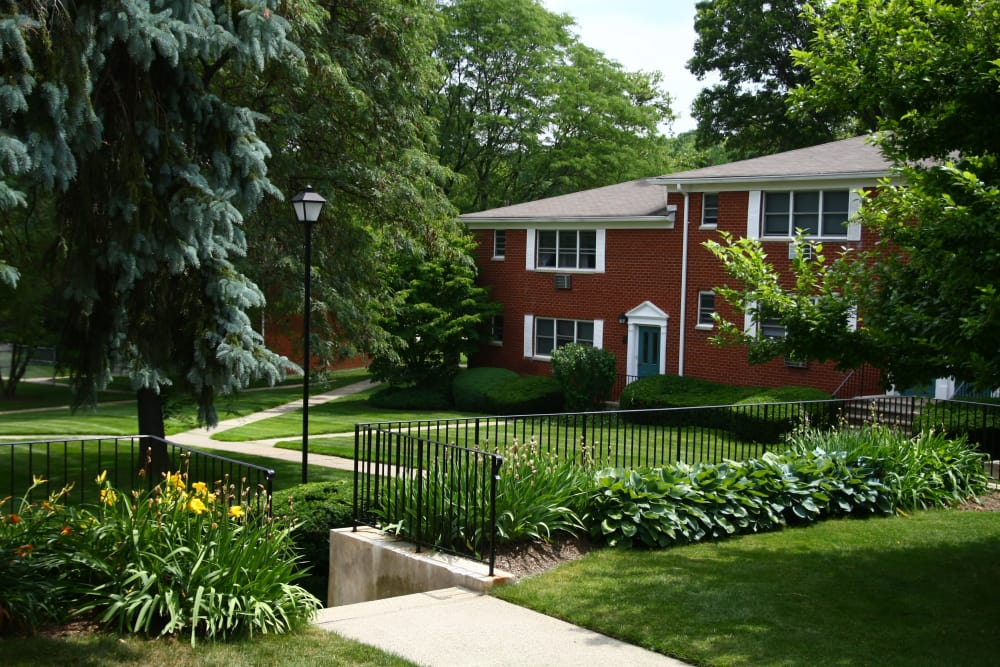 Well manicured lawns and shrubs at Center Grove Village